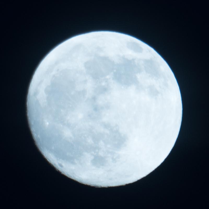Moon A7R II 1