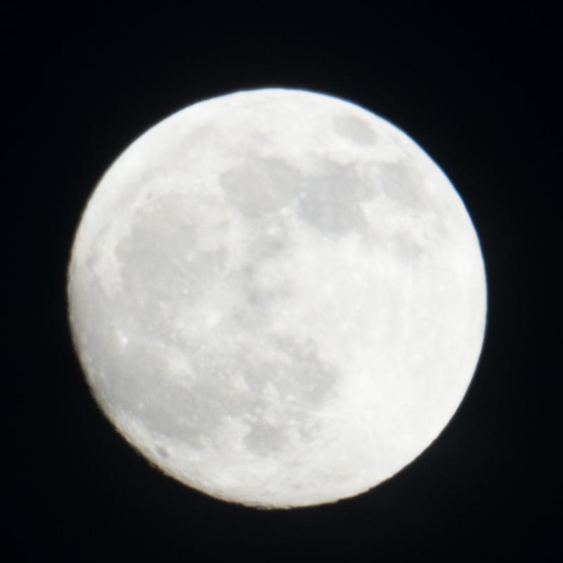 Moon A7R II 2